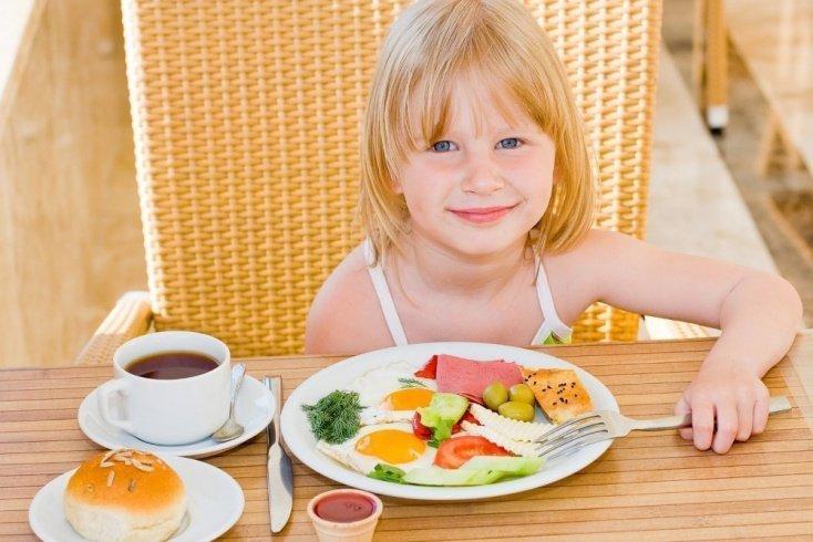 Питание ребенка начинается с завтрака