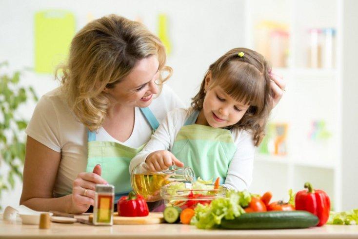 Полезные привычки на кухне: советы матери