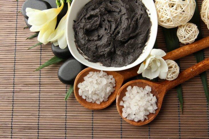 Черная глина для красоты волос