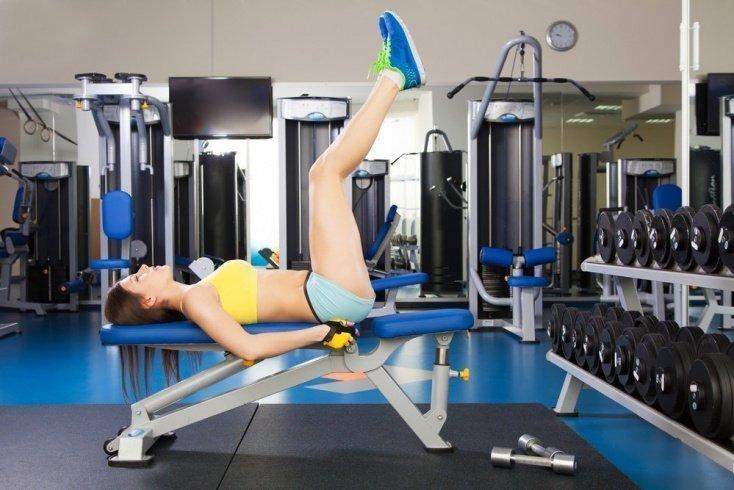 Похудение и укрепление нижнего пресса: подъемы ног