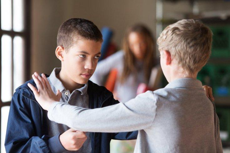 Как научить ребенка защищать свое