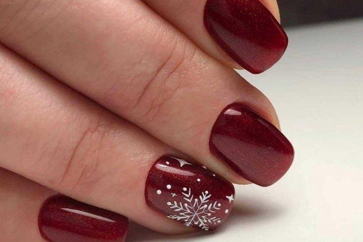 1. Новогодняя роспись на ногтях Источник: prostonail.com