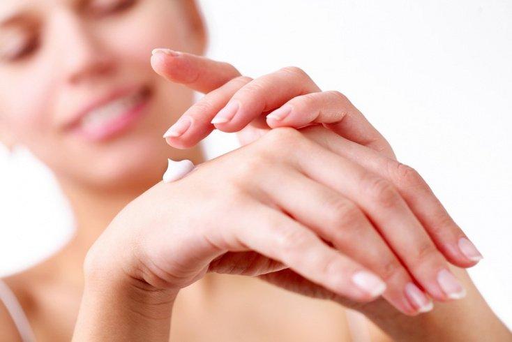 11. Регулярно увлажняйте кожу рук