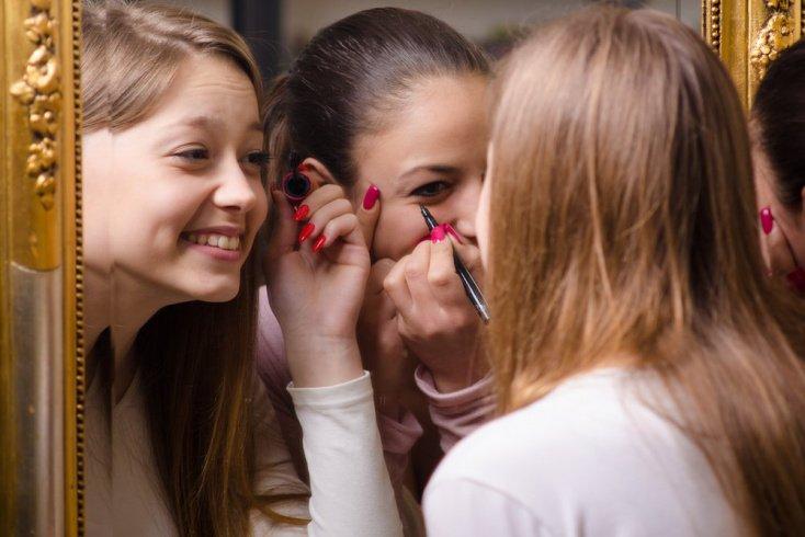 Почему девочки выбирают макияж
