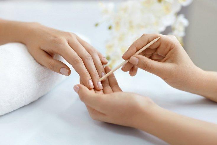 Уход за ногтями с необрезным маникюром