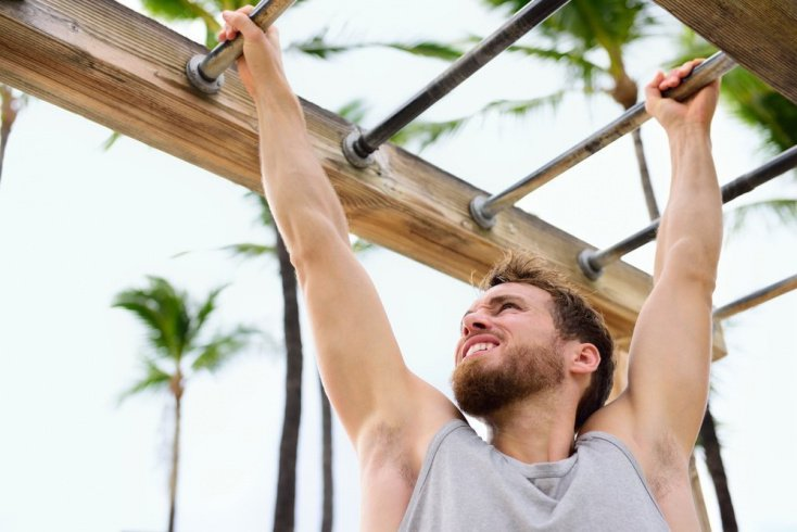 Фитнес на брусьях: классические отжимания