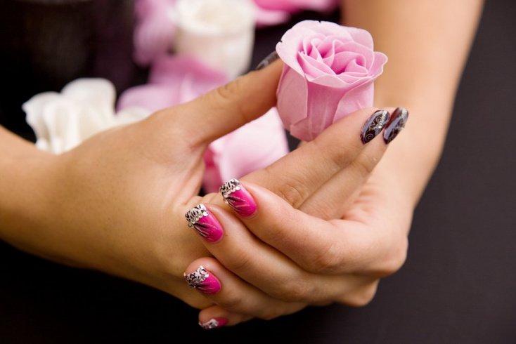 Дизайн ногтей со стразами: основные правила