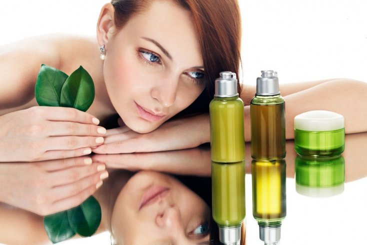 Ароматные жидкости в уходе за увядающей кожей