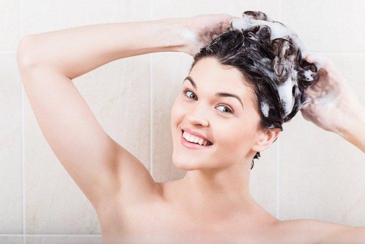 Уход за локонами: как использовать безсульфатный шампунь?