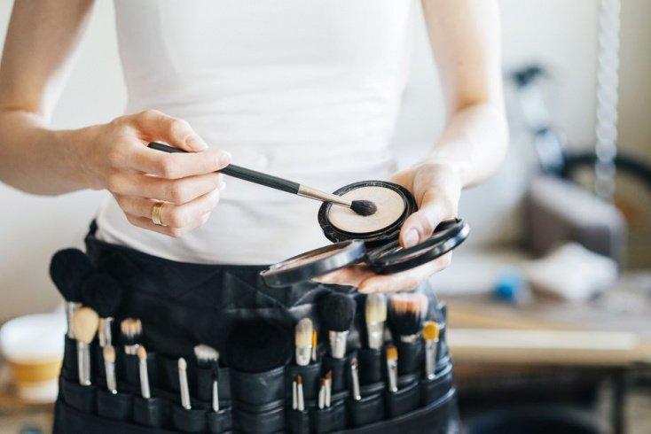 Как с помощью макияжа замаскировать пигментные пятна?