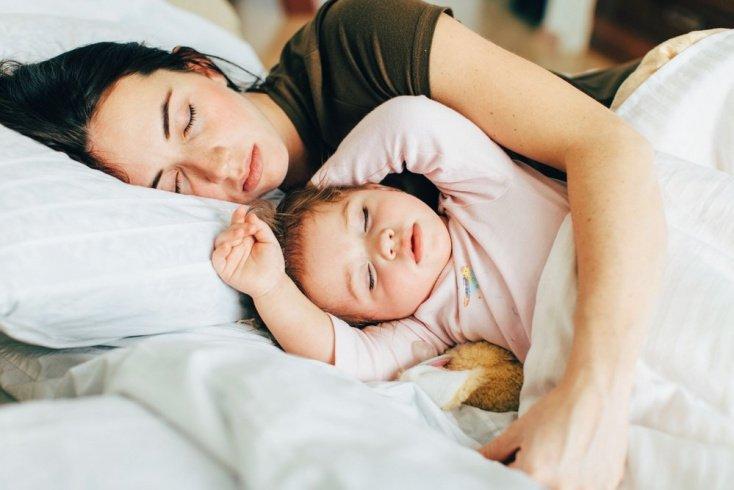 Отлучение от ночных кормлений: завершающий этап грудного вскармливания