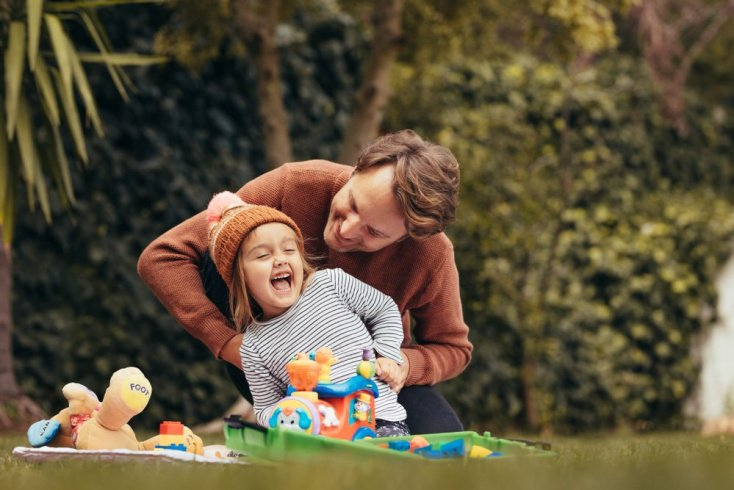 Кто зачастую балует ребенка?