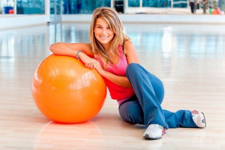 2. Используйте фитнес-мяч