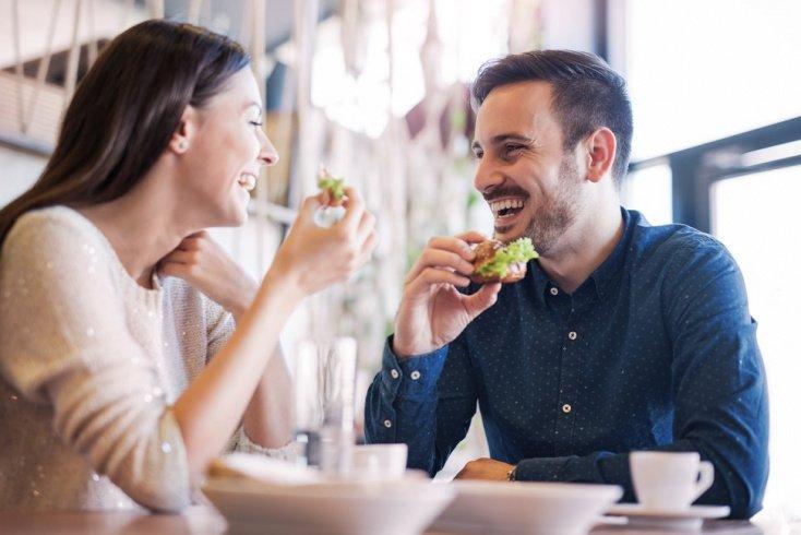 13. Вы часто едите вне дома