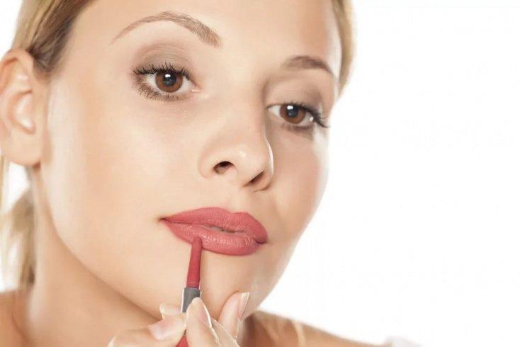 Ошибка № 5: неровная линия карандаша для губ
