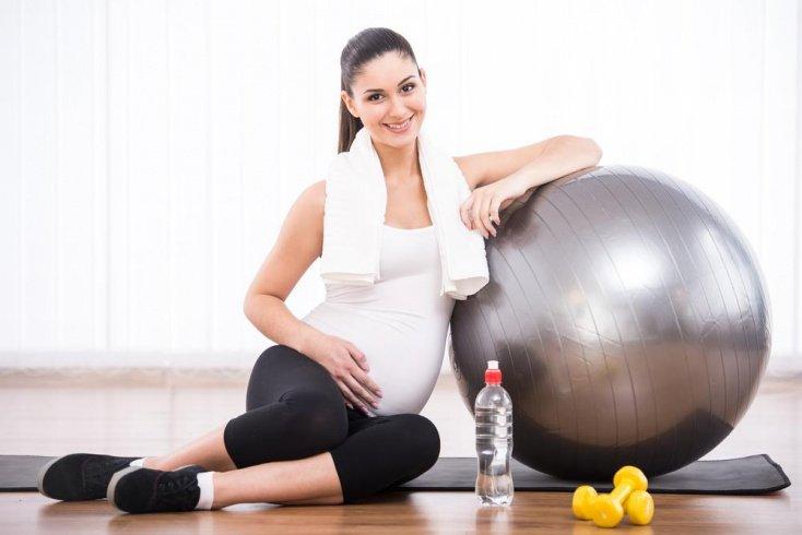 Упражнения на фитболе на всех сроках беременности