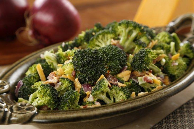 Праздничный салат для детей с брокколи