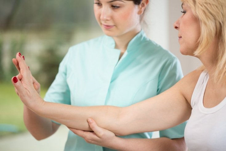 Базедова болезнь: когда стоит записаться к врачу на прием?