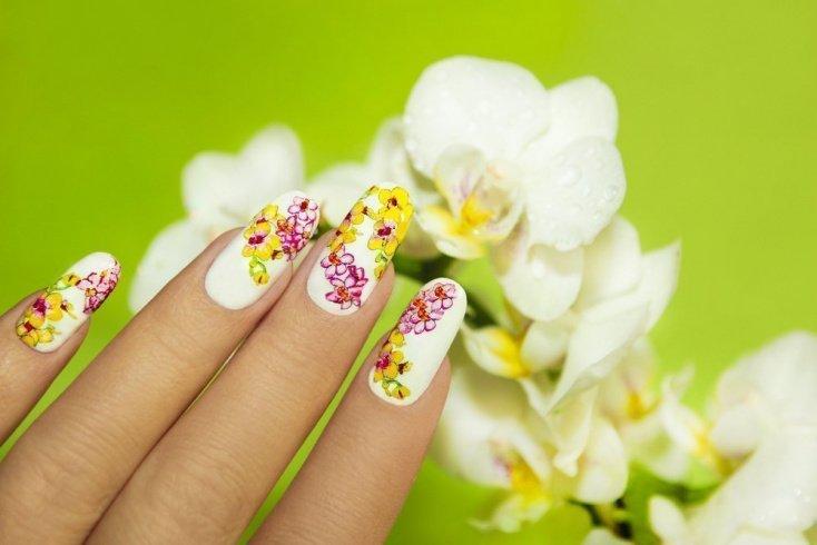 Идеи цветочного маникюра