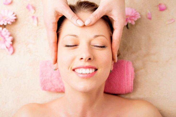 Лимфодренаж: уход за кожей век с помощью массажа