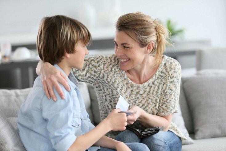 Материальное поощрение — решение за родителями