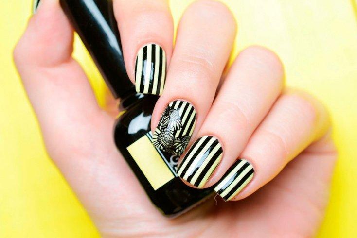 Выбирайте принт в виде вертикальных линий, если у вас короткие ногти