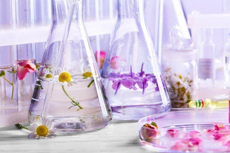Миф 7: «Настоящий» парфюм делают только из натуральных компонентов