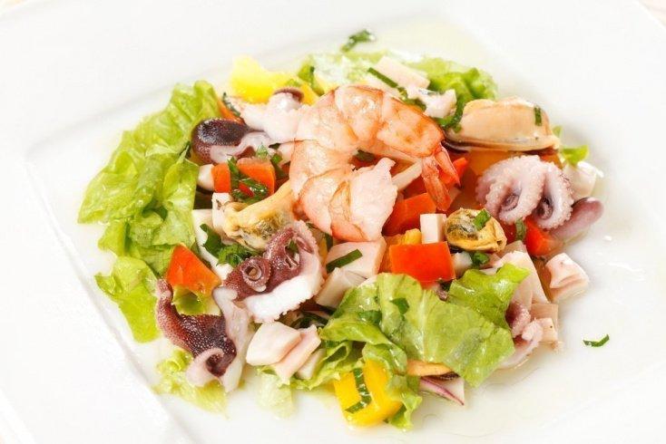 Салат из смеси морепродуктов