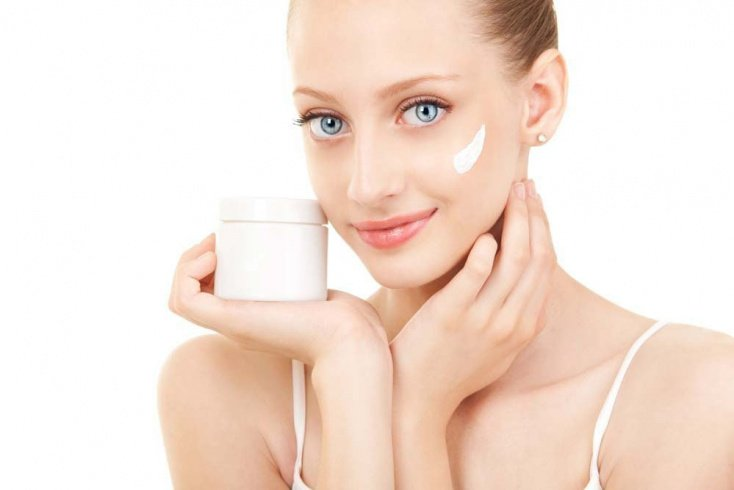 Правильное нанесение крема на кожу