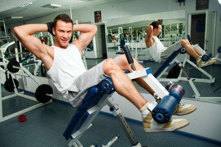 Фитнес-элементы с использованием тренажеров и дополнительного оборудования
