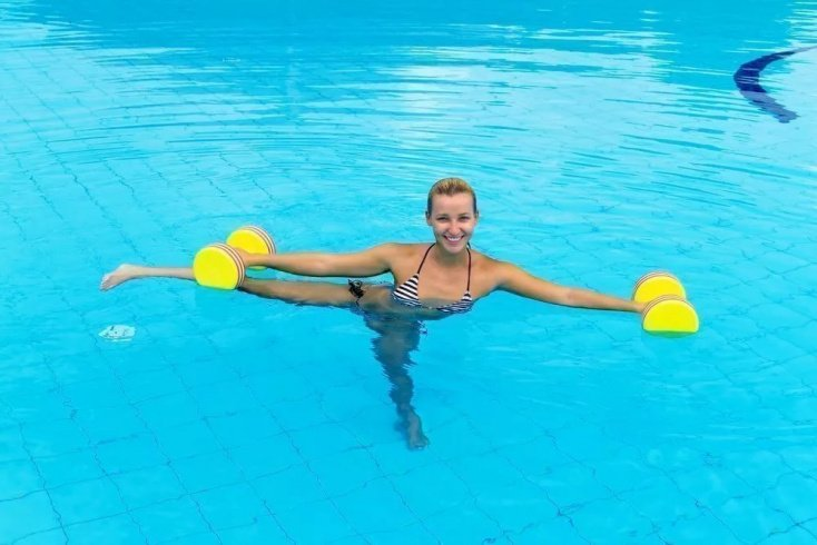 Физическая нагрузка для живота в воде