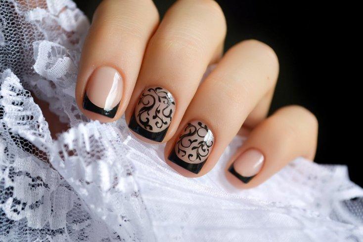Дизайн ногтей со слайдерами на обычном лаке