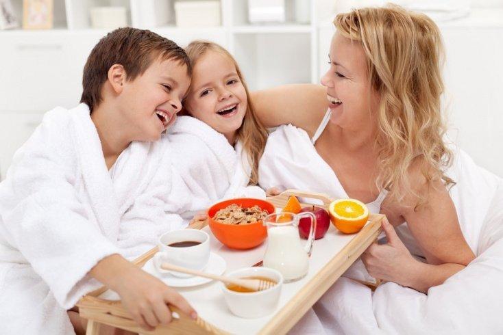 2. Поделитесь с детьми добрыми историями