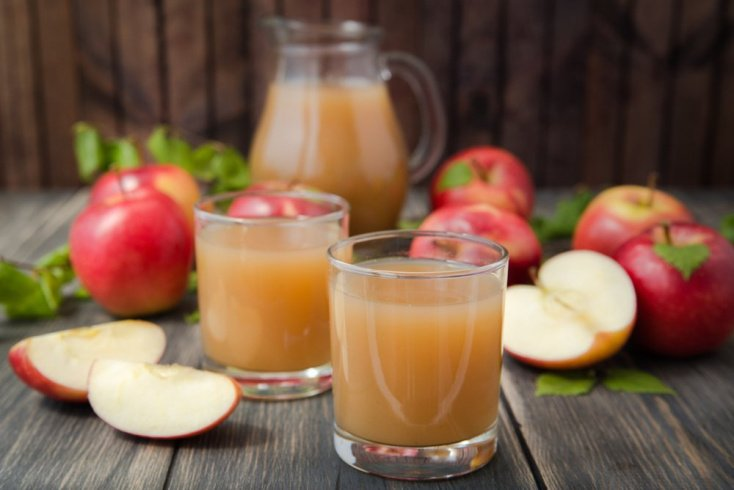 Простой рецепт яблочного сока с гвоздикой и корицей
