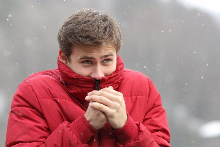 Почему аллергия обостряется в холодное время