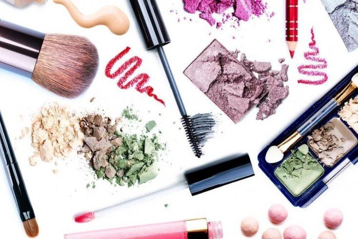 Декоративная косметика — достоинства и недостатки
