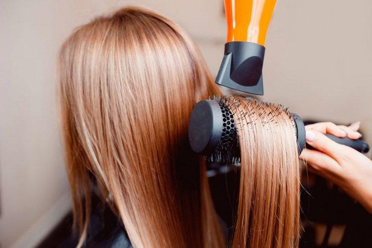 Как сделать укладку с помощью щетки-брашинга
