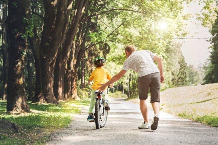 Главные ошибки гиперопеки родителей