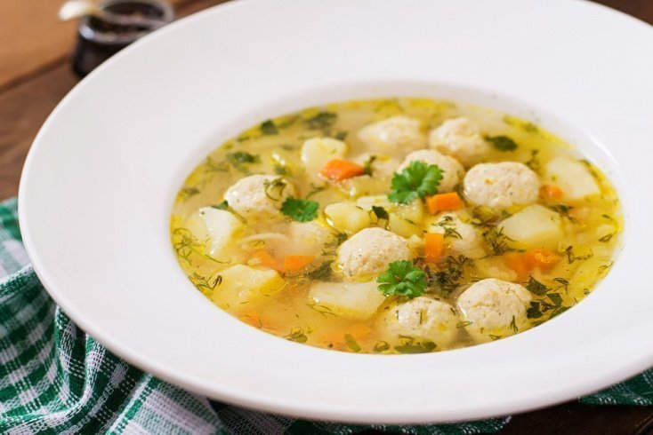 Когда можно начинать давать супы малышу?