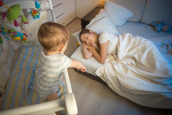 Ночью нужно обязательно высаживать малыша на горшок