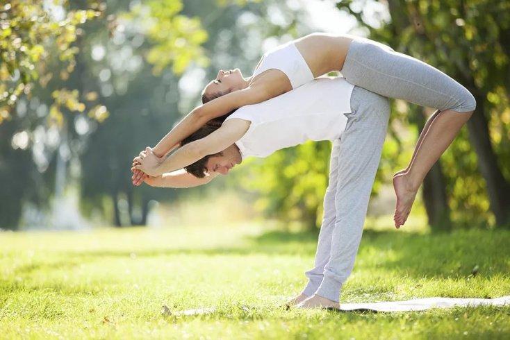 6 причин, почему состоящим в отношениях парам стоит выбрать практику йоги доверия