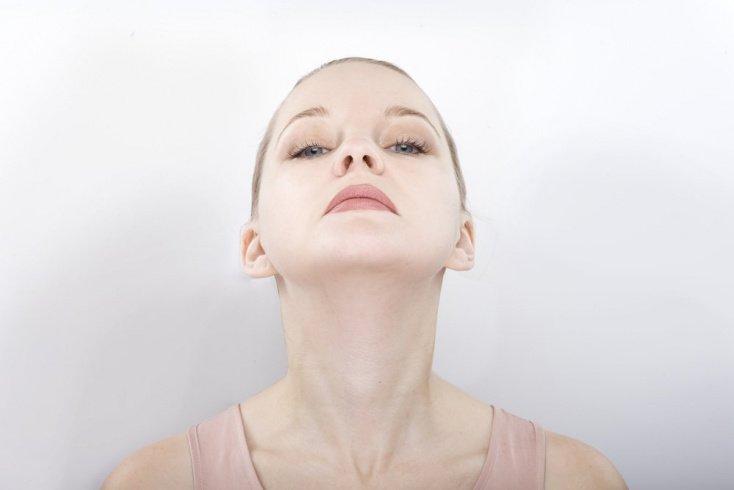 Как поддержать упругость кожи шеи