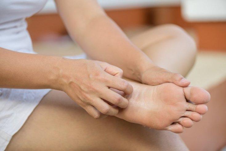Причины появления зуда кожи на ногах