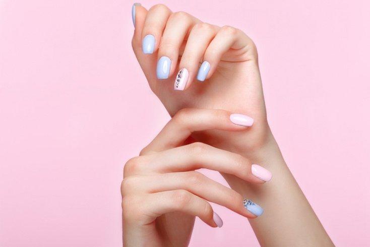 Имитация лунок на ногтях