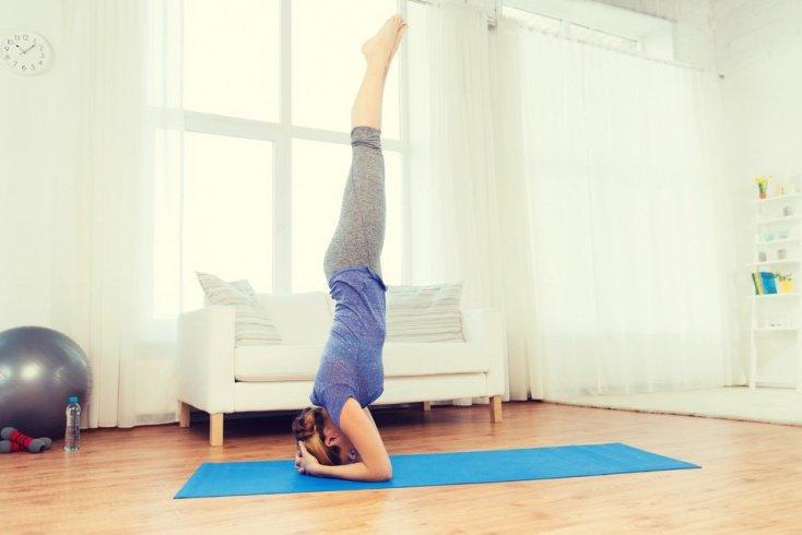 Простые упражнения йоги для подготовки к Ширшасане