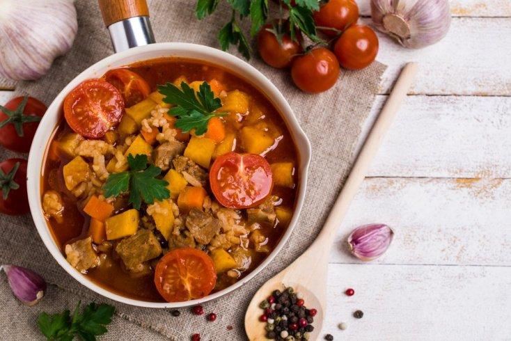 Суп харчо с куриным мясом овощами и зеленью