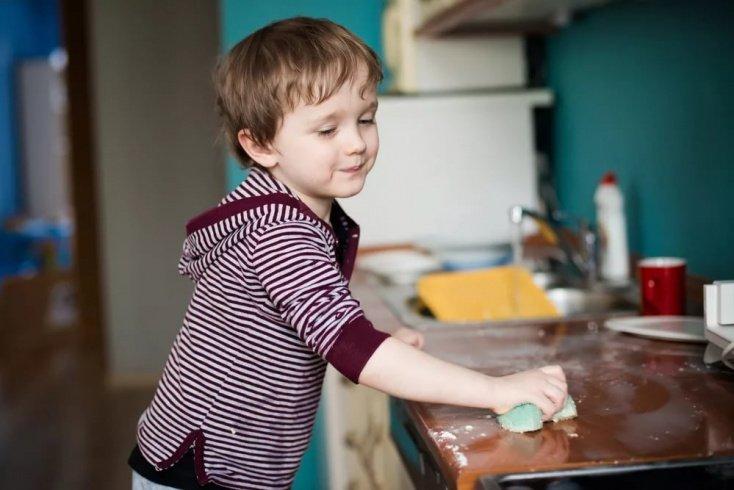 Правила приобщения ребенка к домашней работе
