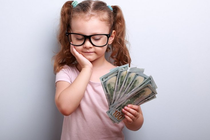 Кто обучит ребенка обращаться с деньгами