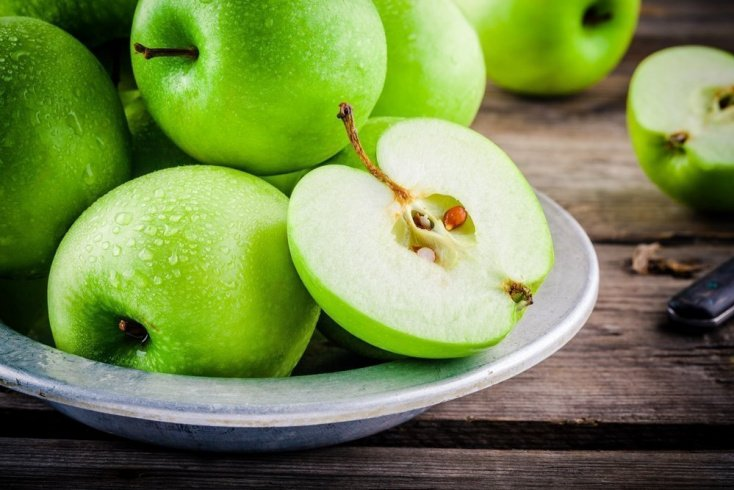 Съедать ли яблоко полностью?