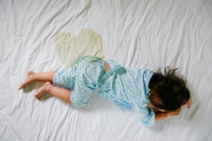 Детский энурез: виды и причины
